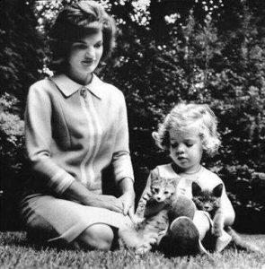 jackie-kennedy-et-ses-chats