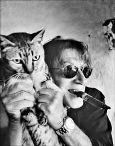 jacques-dutronc-et-lun-de-ses-chats