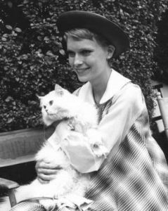 mia-farrow-et-son-chat